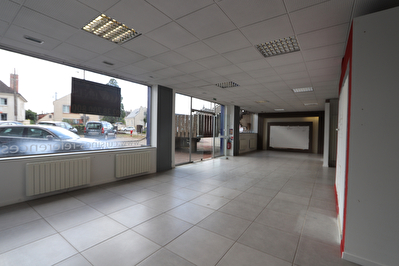 Local commercial 255m² avec vitrine